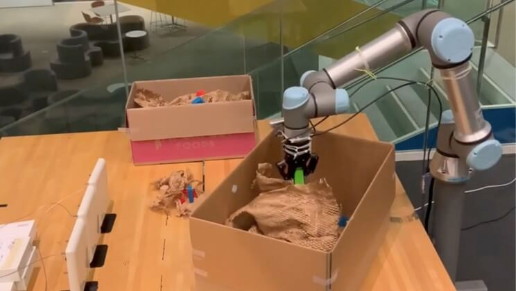 Robot managing to locate objects behind obstacles
