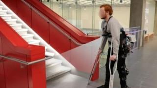 Robotic exoskeleton legs bearing AI technology